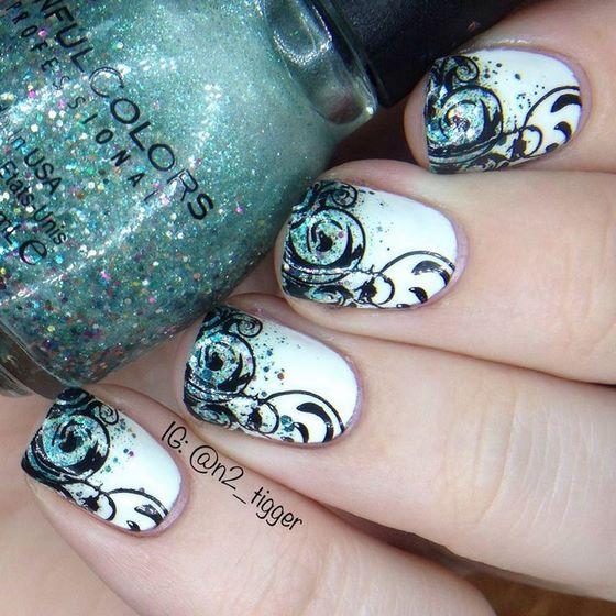 sencillo diseño de uñas estampadas