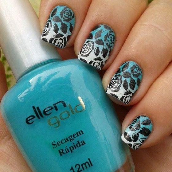 uñas azules estampadas