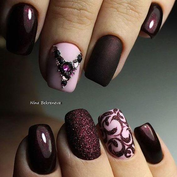Diseños de uñas elegantes con piedras