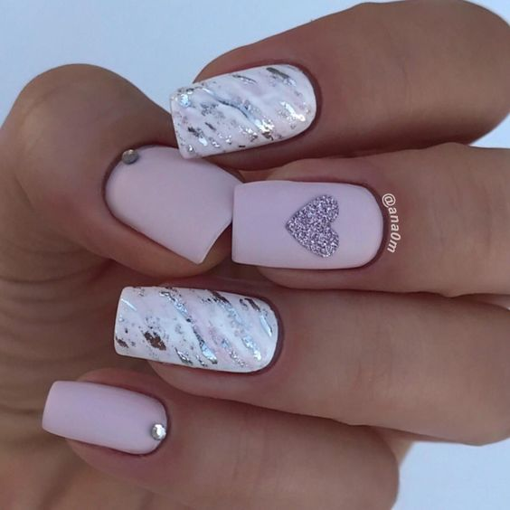 Uñas Rosa Decoradas Con Blanco (1)